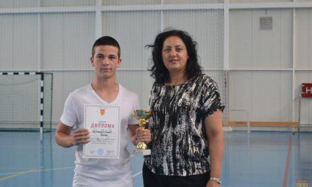 Наградени во училишните лиги во ракомет и мал фудбал