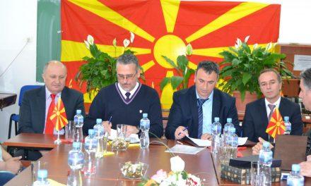 """Средните училишта """"Љупчо Сантов"""" и """"Неготино"""" потпишаа договор за партнерство и соработка"""