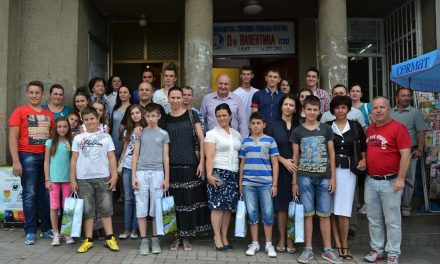 Наградените ученици на прием кај градоначалникот Димитровски