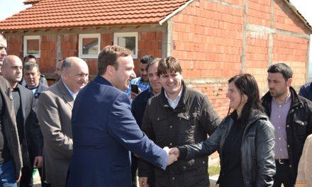 """Премиерот Димитриев ја пресече црвената лента на новоасфалтираните улици """"Февруарски поход"""" и """"13 Македонска бригада"""""""