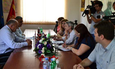 Швајцарската амбасадорка Сибиле Сутер Тејада во посета на Кочани