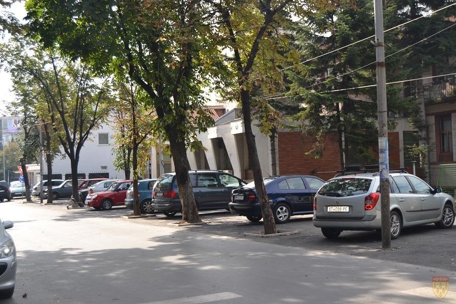 Асфалтиран паркингот кај Градскиот парк