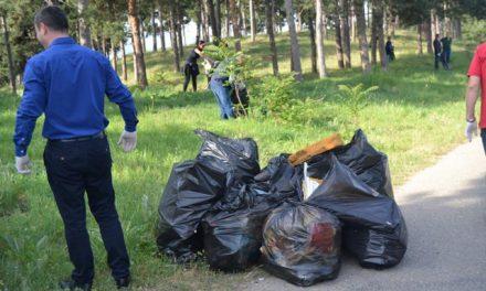 Општинската администрација во екоакција за расчистување на дивите депонии
