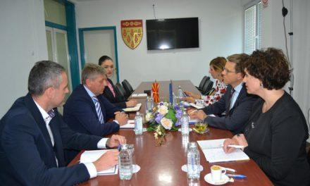 Евроамбасадорот Самуел Жбогар во посета на Општина Кочани