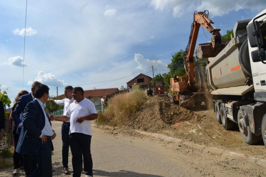 """Градежни активности за асфалтирање на два крака од """"Стамен Манов"""""""