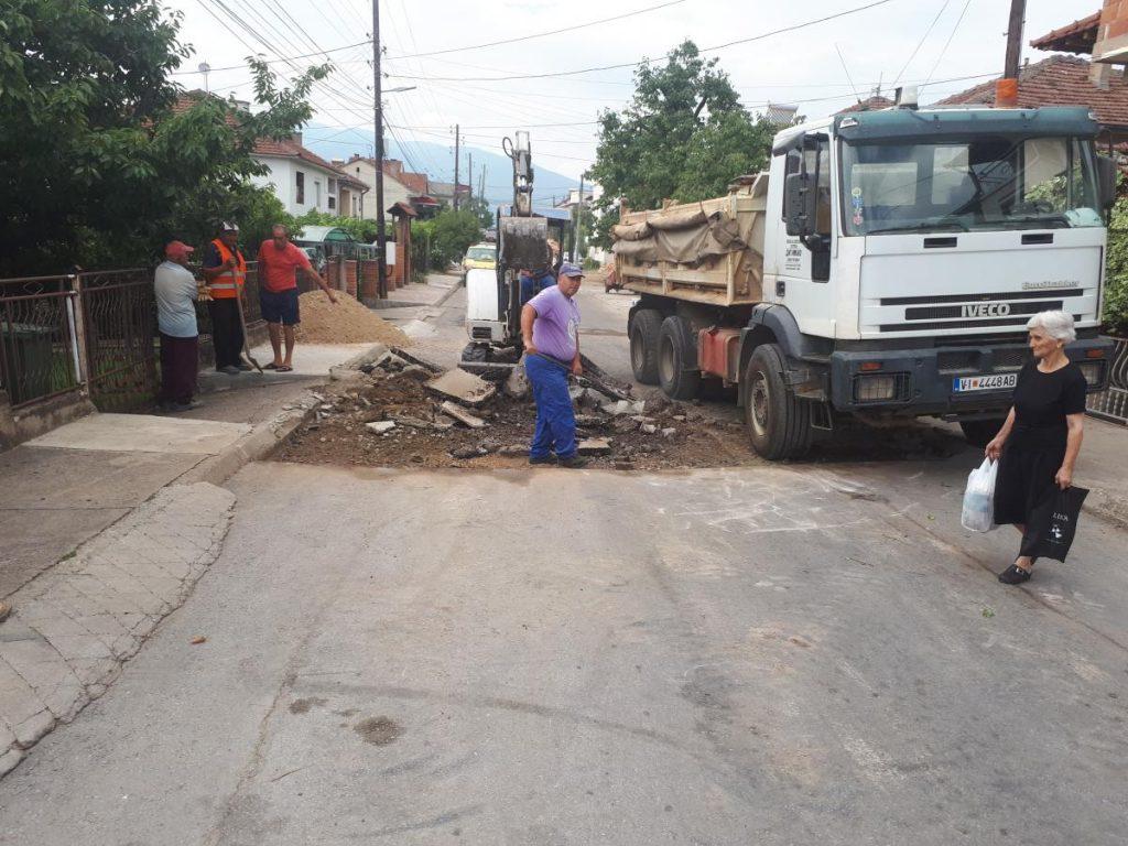 Се крпат ударните дупки на кочанските улици