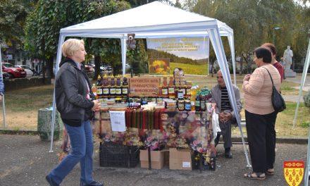 Во Кочани се одржа традиционалната Изложба на мед и пчелни производи