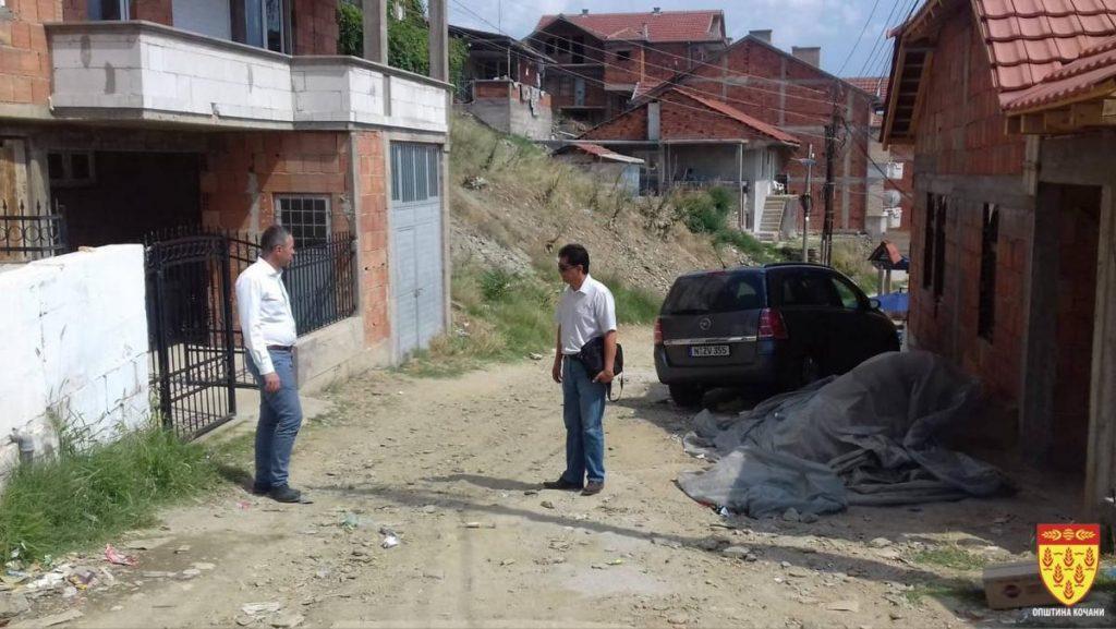 Министерот Ахмедовски – во увид на градежните активности во Ромското Маало во Кочани