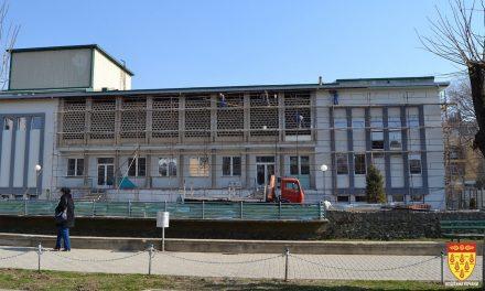 """Динамиката и квалитетот на реконструкцијата на Центарот за култура """"Бели мугри"""" доведени во прашање"""