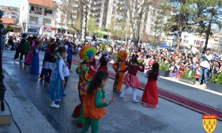 Со маски и шеги – во Кочани одбележан Денот на шегата