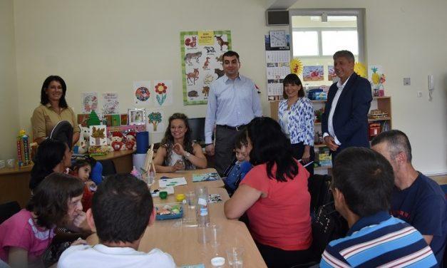 Министерката Царовска во посета на Кочани: Инвестираме и во социјалните услуги и во вработените