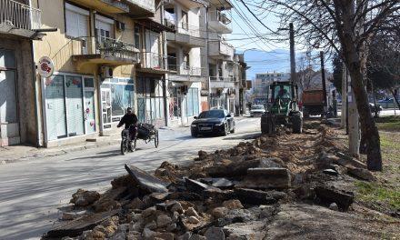 Почна уредувањето на тротоарите во Кочани