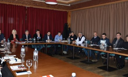 Директорите на Агенцијата за вработување и на Фондот за иновации на средба со кочанските стопанственици
