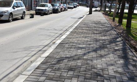 """Завршува изградбата на тротоарот на улицата """"Браќа Ставреви"""" во Кочани"""