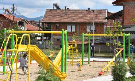 Детските игралишта сѐ уште не се отворени за употреба – користењето е на ризик на родителите и на децата