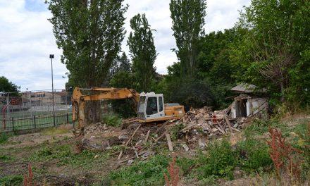 """Продолжува уривањето на објектите – расчистениот простор на улицата """"Стево Теодосиевски"""" ќе биде привремен паркинг"""