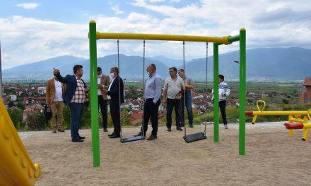 Уништени реквизити на новото детско игралиште во населбата Драчевик