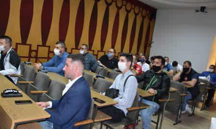 Угостителите од Трговскиот центар на средба со градоначалникот Николчо Илијев