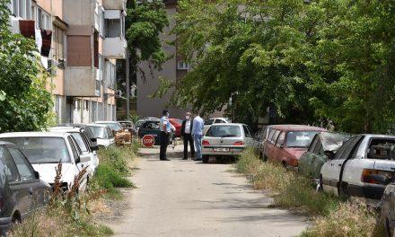 """Градоначалникот Илијев обезбеди дислокација на возилата зад зградата на """"Бетон"""""""