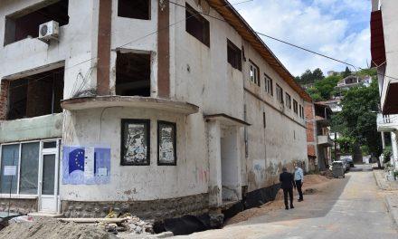 Напредува реконструкцијата на Мултикултурниот центар во Кочани
