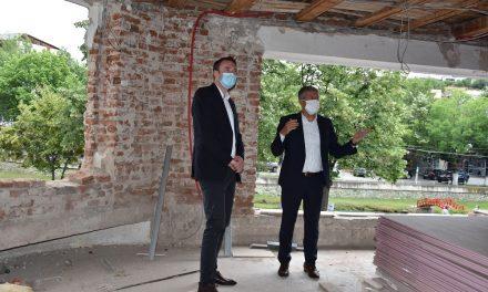 Министерот за локална самоуправа Горан Милевски на увид на реконструкцијата на Мултикултурниот центар во Кочани