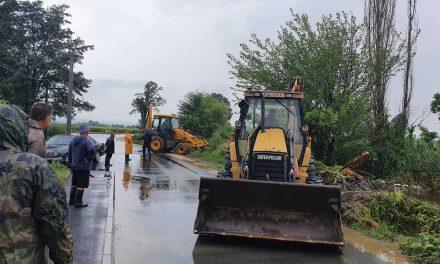 Невремето поплави делови во градот и населени места во Кочанско