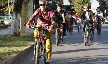 Амбасадори и владини претставници со велосипеди возеа по патеката на оризот