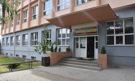 Наставата во кочанските училишта се одвива без поголеми проблеми – состанок на градоначалникот Илијев со директорите