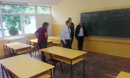 """Нов под за училниците во ОУ """"Св. Кирил и Методиј"""" во Кочани"""