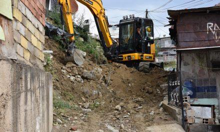 Бетонирање улици и потпорни ѕидови во Ромското Маало во Кочани