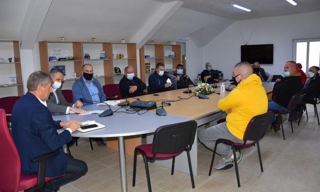 Средба на угостителите од Пониква и организаторите на ридско-брзинските трки со градоначалникот на Општина Кочани Николчо Илијев
