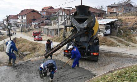 Се бетонираат улици во Ромското Маало во Кочани