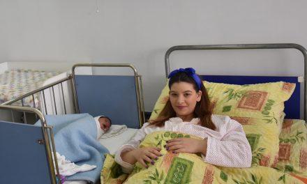 На 2 јануари Кочани го доби првото новороденче во 2021
