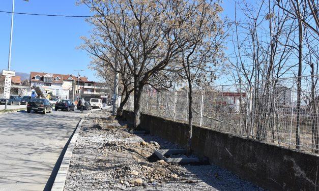 """Се реконструираат тротоарите на улиците """"Тодосија Паунов"""" и """"Кирил Ѕ'мбов"""