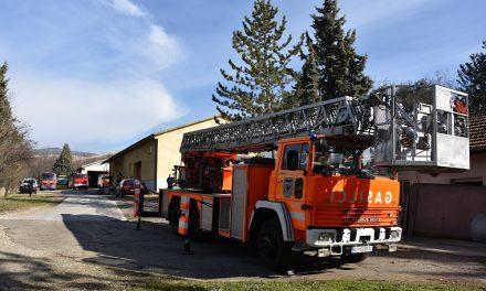 Територијалната противпожарна единица подготвува показна вежба со специјалното возило за интервенции на височини