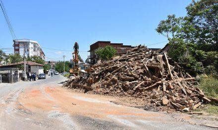"""Поради загрозување на безбедноста во сообраќајот – урнат стар објект на """"Ленинова"""""""