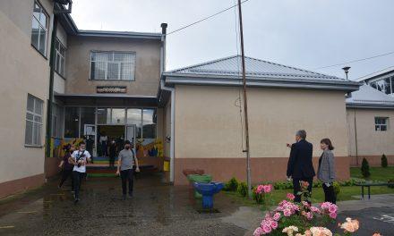 """Министерката Царовска и градоначалникот Илијев во посета на ОУ """"Крсте Мисирков"""" во Оризари"""