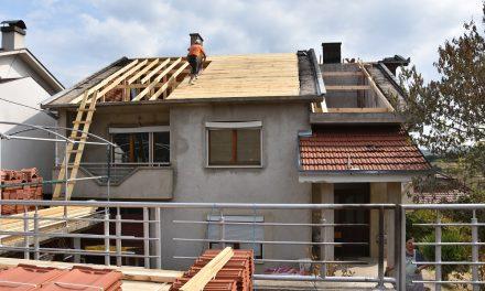 """Со донација од """"Винербергер"""" се поправа кровната конструкција на опожарен објект во Кочани"""