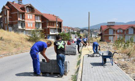 Се подобрува пешачката инфраструктура во Кочани – нови тротоари и во градот и во селата