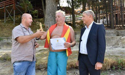 Кавадарчанецот Бошко Илиев го реализираше 103 пливачки маратон на браната Гратче кај Кочани
